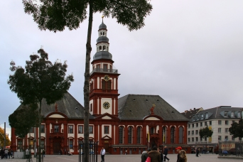 Marktplatz mit Altem Rathaus und Citykirche St.Sebastian