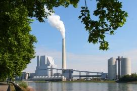 Rhein mit Großkraftwerk