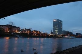 Unter der Neckarbrücke Blick auf K-Quadrate und MVV-Hochhaus